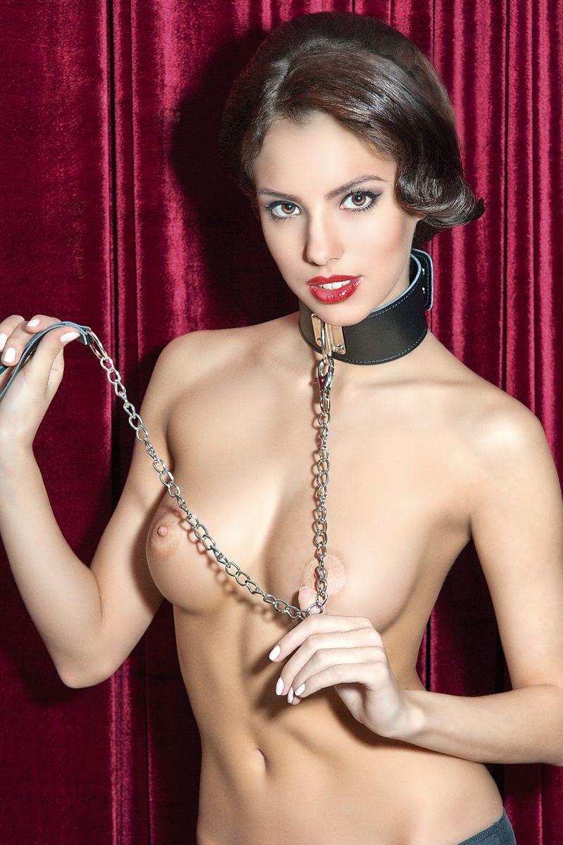 Sexy large body girl collar, showing girls nipples